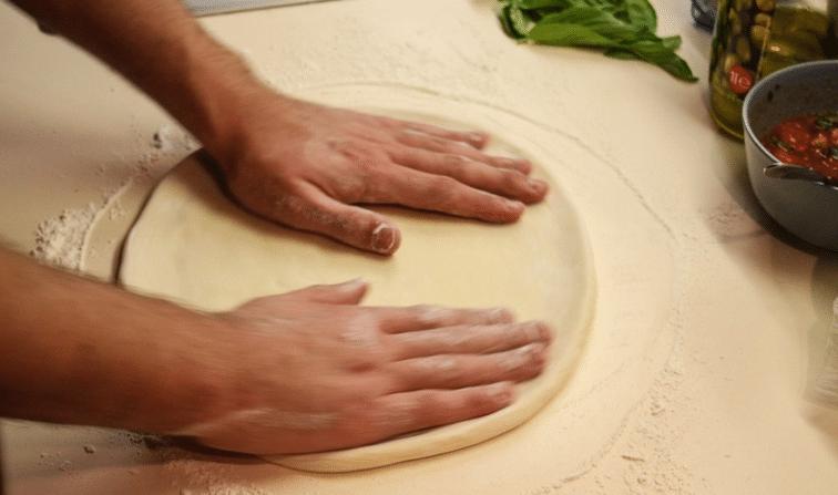 Как приготовить тонкое бездрожжевое тесто для пиццы