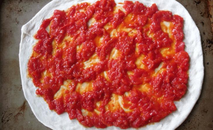 Тесто для пиццы на томатной пасте