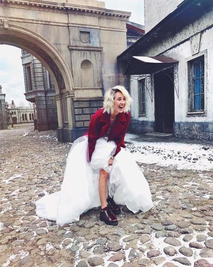 Я сказала «да»: Клава Кока заинтриговала фото в свадебном платье