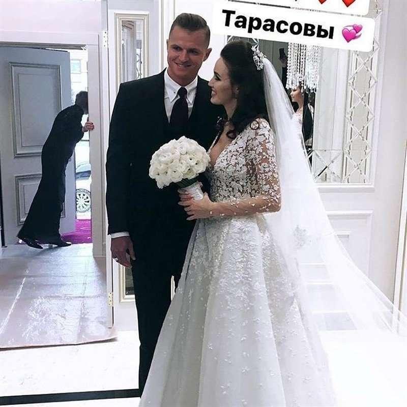 «По понедельникам дешевле?»: Дмитрий Тарасов и Анастасия Костенко обвенчались