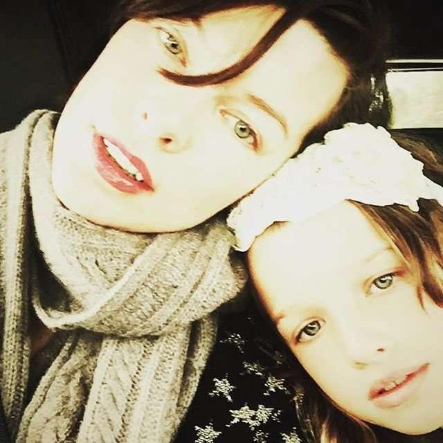 Милла Йовович показала повзрослевших дочерей