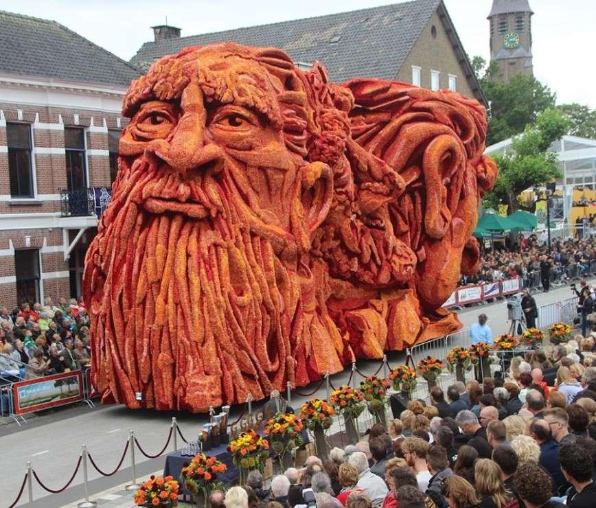 Скульптуры Ван Гога из георгин на фестивале Corso Zundert