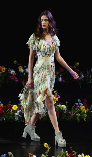 Неделя моды в Токио: какие платья будут в моде?