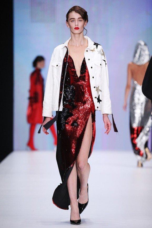 Показ Беллы Потемкиной назвали нелепой пародией на шоу Victoria's Secret