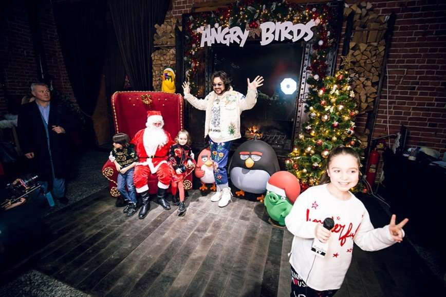 Киркоров и Стоцкая спасли Новый год вместо со злыми птичками